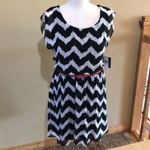 ~NWT~Black and white Dress ~size M